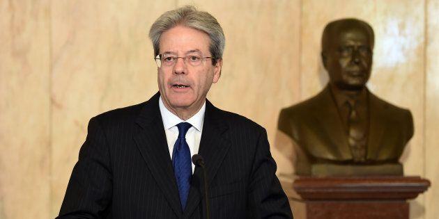 Gentiloni invita Onu e Ong in Libia. E nelle associazioni umanitarie si apre il confronto: c'è chi vuole...