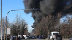 Si incendia un'autocisterna sull'A21 dopo uno scontro con un altro tir: sei morti vicino a