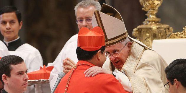 Francesco in Myanmar non fa cenno ai Rohingya. Il cardinale Bo insiste: