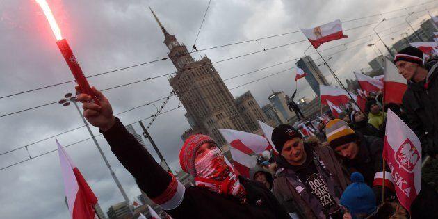 Manifestanti nazionalisti durante la commemorazione del Giorno dell'Indipendenza polacca a Varsavia l'11...
