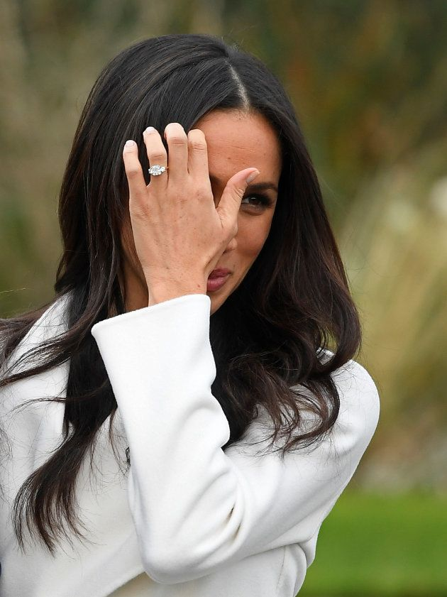 migliore incontrare famoso marchio di stilisti Gli esperti hanno stimato l'anello di fidanzamento di Megan ...