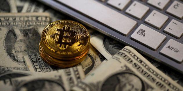 Bitcoin senza freni, supera per la prima volta 11 mila dollari: vale più di Disney o