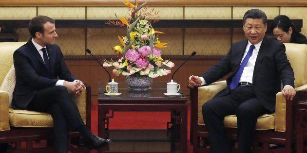Emmanuel Macron vola in Cina e prova a mettere l'Europa tra Xi e Donald
