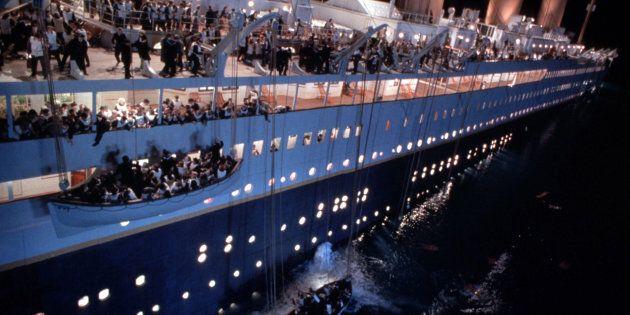 Titanic Montecitorio. Panico da seggio tra i parlamentari, corsa alla scialuppa per