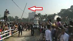 Paura per il Papa a Dacca, un traliccio rischia di travolgere la