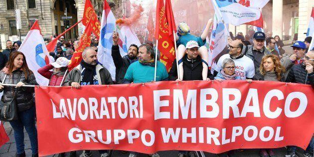 Embraco, azienda del gruppo Whirlpool, licenzia 500 lavoratori dello stabilimento torinese di Riva di