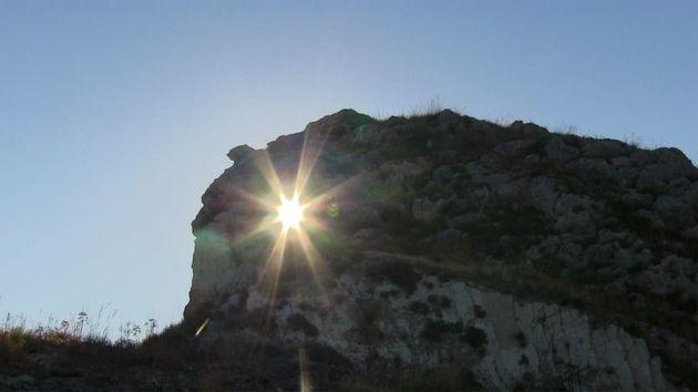 Grotta del lampo, (Pietraperzia, EN), alba del solstizio d'estate (foto cortesia di Liborio