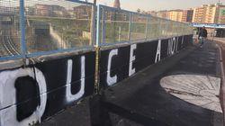 A Milano l'estrema destra ha cancellato da un cavalcavia la scritta