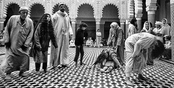 Una musulmana marocchina si divincola come le tarantolate nel Sud