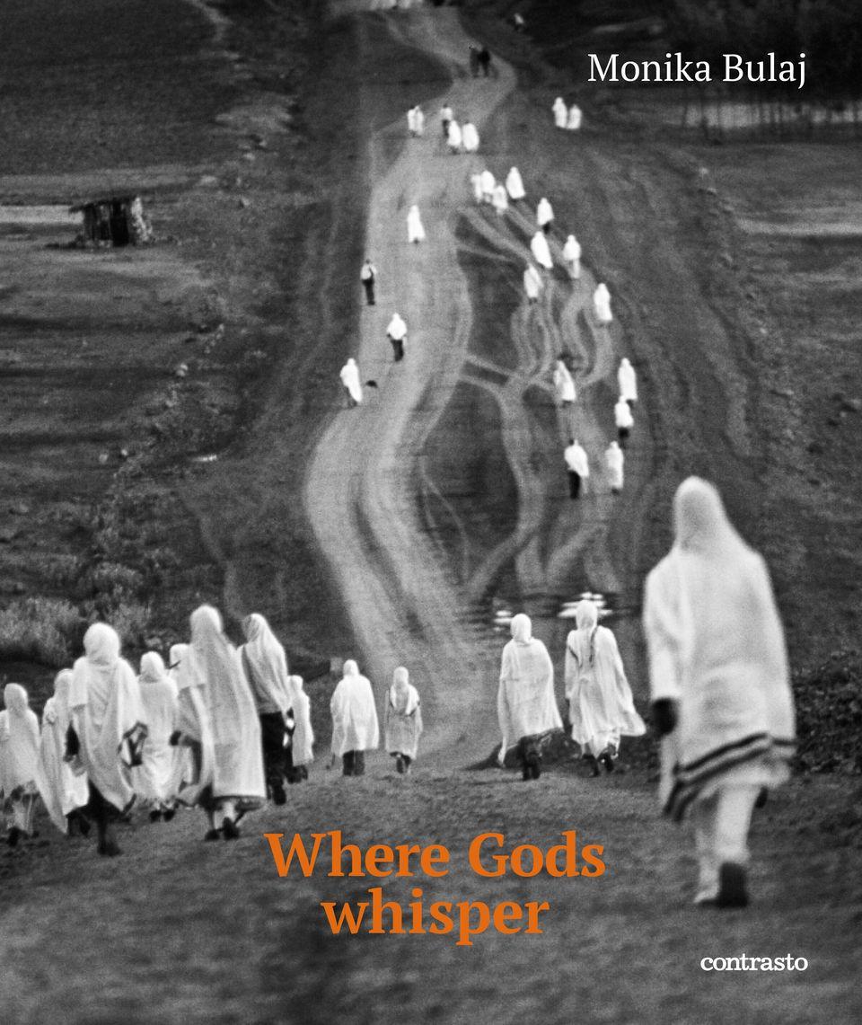 """""""Where Gods Whisper"""". Le schegge in bianco e nero di Monika Bulaj sono le anime delle genti di"""