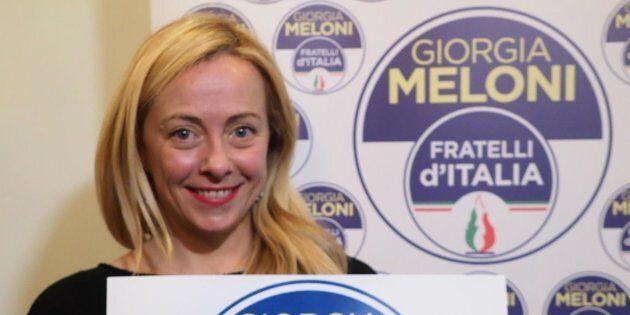 La presidente di Fratelli d'Italia, Giorgia Meloni, presenta il nuovo simbolo del partito con il suo...