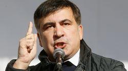 Sale sul tetto di casa e minaccia di buttarsi. Arrestato l'ex presidente georgiano Saakashvili, liberato dai suoi