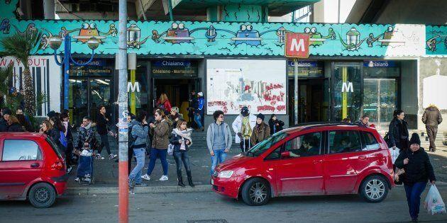 Ancora baby gang in azione, aggredito minore davanti alla metro a
