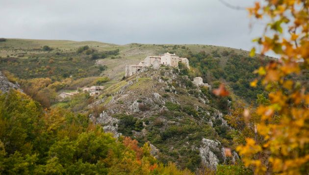 Elcito, small medieval village on top of a cliff, almost completely deserted, Province of Macerata, Marche,