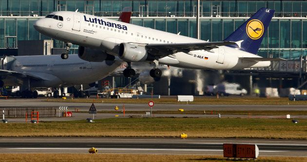 A Lufthansa Airbus A319-100 aircraft takes off from Zurich Airport January 9, 2018. REUTERS/Arnd