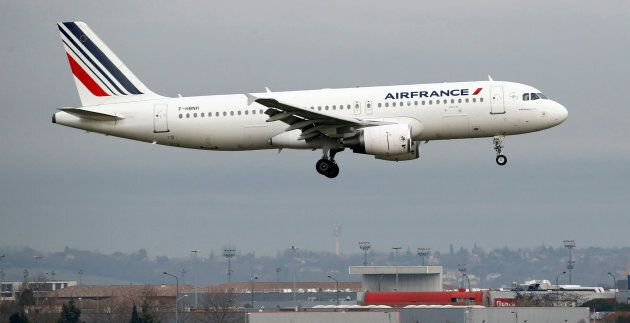 An Air France Airbus A320 takes off in Colomiers near Toulouse, France, France, December 13, 2017. REUTERS/Regis