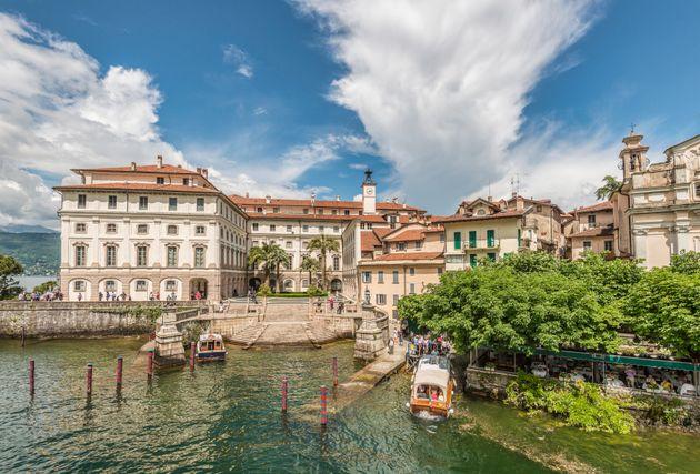 Palazzo Borromeo at Isola Bella, Lago Maggiore, seen from the lakeside, Piemont,