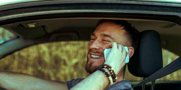 Raddoppiate le sanzioni per chi parla al telefono mentre guida e obbligo di seggiolini antiabbandono....