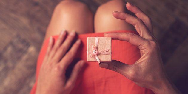 10 idee regalo San Valentino per la fidanzata o moglie. Le offerte su