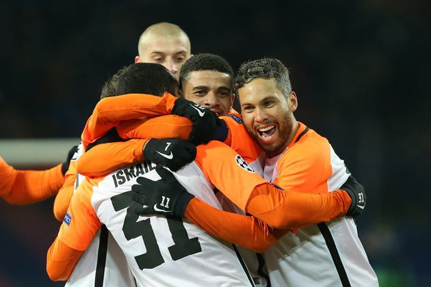 Shakhtar Donetsk's Brazilian defender Ismaily (L) celebrate with his teammates after scoring a goal Shakhtar...