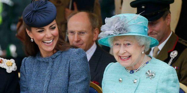Svelati i piatti preferiti della regina Elisabetta: sono degni di un palato