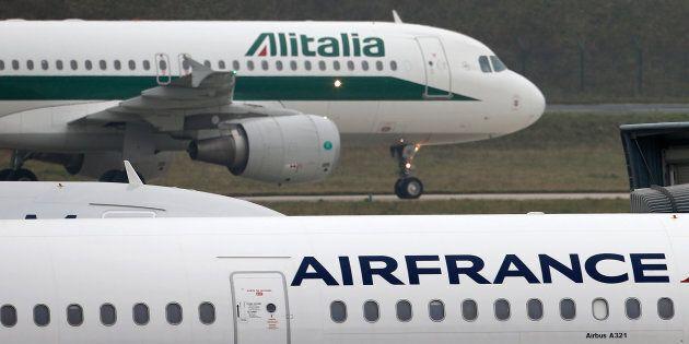 Alitalia-Air France, summit a Parigi. Il ruolo di Easyjet e la paura dei francesi per le mire di