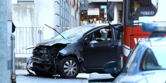 Uomo ubriaco travolge i pedoni al mercatino di Natale a Sondrio, un ferito è