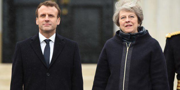 Patto di frontiera. Macron-May firmano il