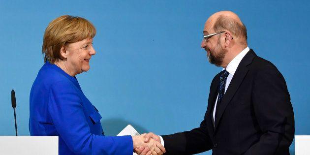 Germania, il congresso dell'Spd vota a favore della coalizione di governo con l'Unione di Angela