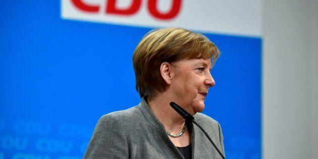 """""""Ora la strada è libera"""". Esultano tutti, da Merkel a juncker. Ma più fuori che dentro"""