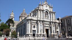 Nella cattedrale di Catania, i dannati della terra chiedono un segnale delle