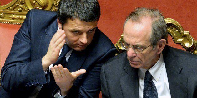 Padoan candidato nel collegio di Siena. La proposta di Renzi per rivendicare il salvataggio delle banche...