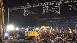 In Cina 1.500 operai hanno impiegato solo 9 ore per costruire la ferrovia della nuova stazione di