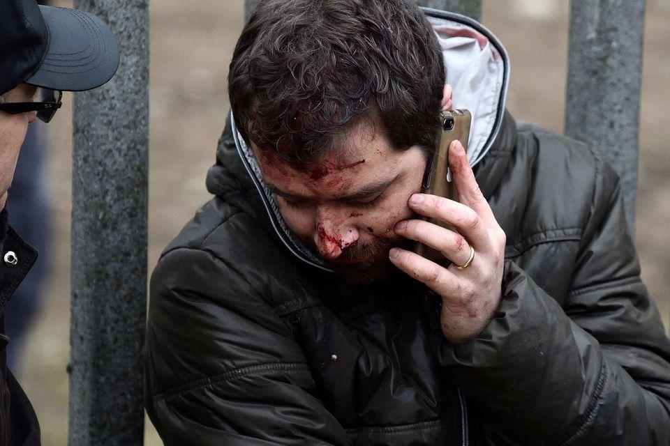 Le prime immagini dell'incidente ferroviario a Seggiano di Pioltello: lamiere coperte di sangue, i sopravvissuti...