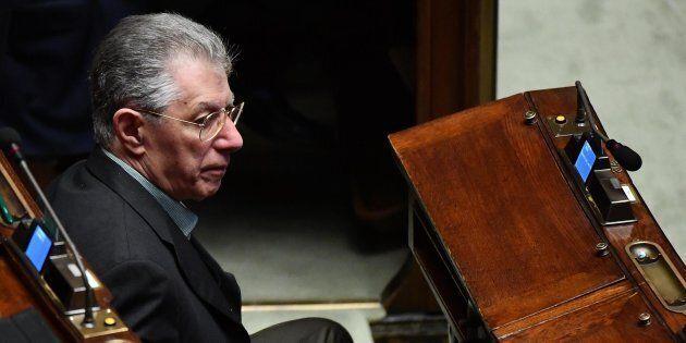 Umberto Bossi verso la ricandidatura. Anche la Lega alle prese con le