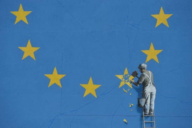 Banksy ha realizzato una nuova opera e sembrerebbe un altro messaggio contro la