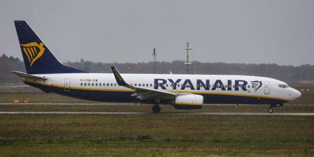 Subisce un intervento chirurgico per cancro e chiede il rimborso dei biglietti non utilizzati: Ryanair...