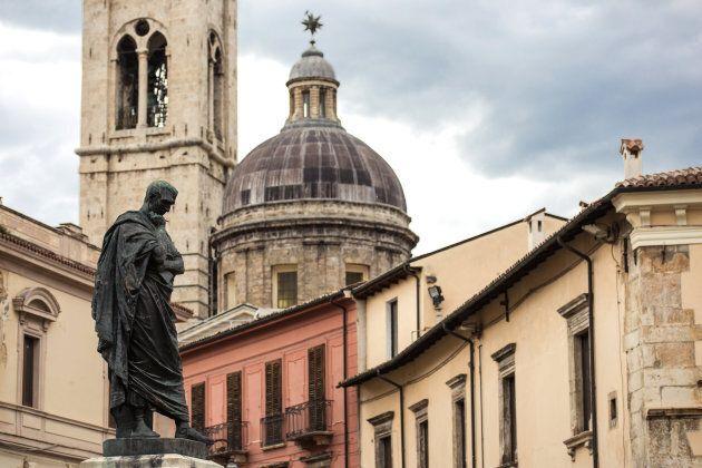 Ovidio statue and historical glimpse in