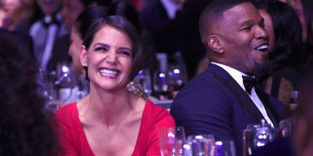 Grammy Awards 2018, la prima uscita ufficiale di Jamie Foxx e Katie Holmes, tra sorrisi e sguardi