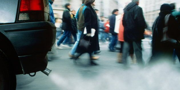 Contro lo smog: 10 milioni di pendolari sui treni e via le auto diesel dai centri urbani entro il