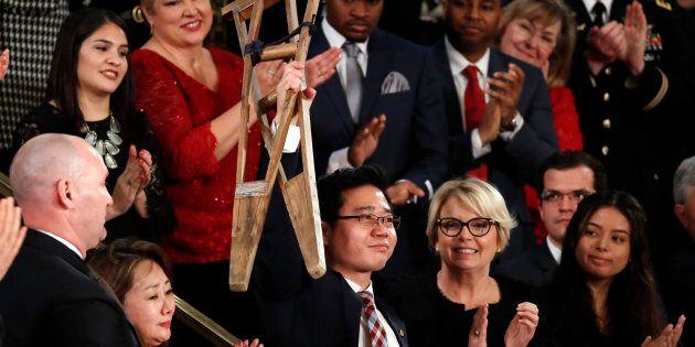 Gli eroi americani sul palco dei Trump durante il discorso sullo stato