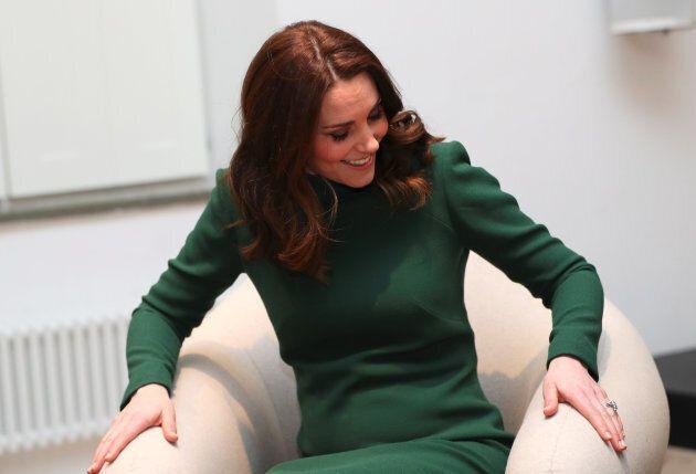 Stoccolma, 30 gennaio: Catherine, Duchessa di Cambridge prova una delle sedie esposte all' ArkDes