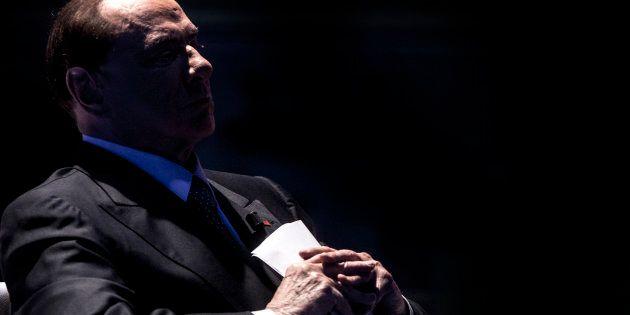 I sorci verdi di nonno Silvio. Berlusconi affaticato: sbalzi di pressione da campagna