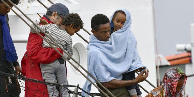 Calo delle richieste d'asilo in Ue, Norvegia e Svizzera: -43% nel 2017. Parte oggi nuova missione