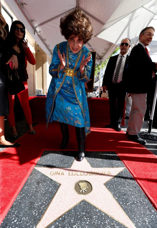 Gina Lollibrigida riceve la stella sulla Walk of Fame di Hollywood.