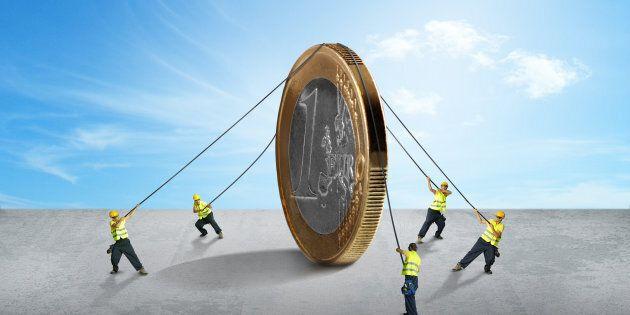 La crisi del debito pubblico, si può superare solo con l'Europa e non contro di