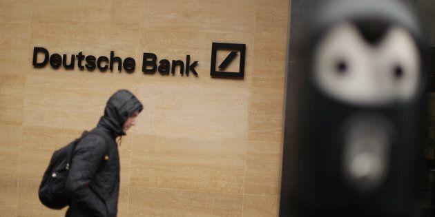 Deutsche Bank perde ancora, pressing su Draghi
