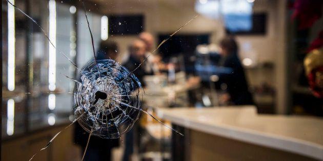 03/02/2018 Macerata, il raid razzista di Luca Traini. Nella foto la pasticceria colpita dagli