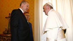 Il Papa regala a Erdogan l'angelo della