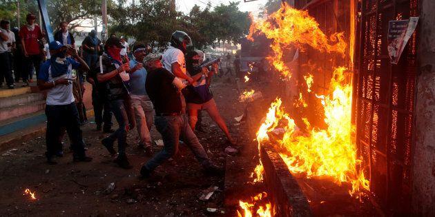 In Nicaragua la marcia contro Ortega finisce in un bagno di